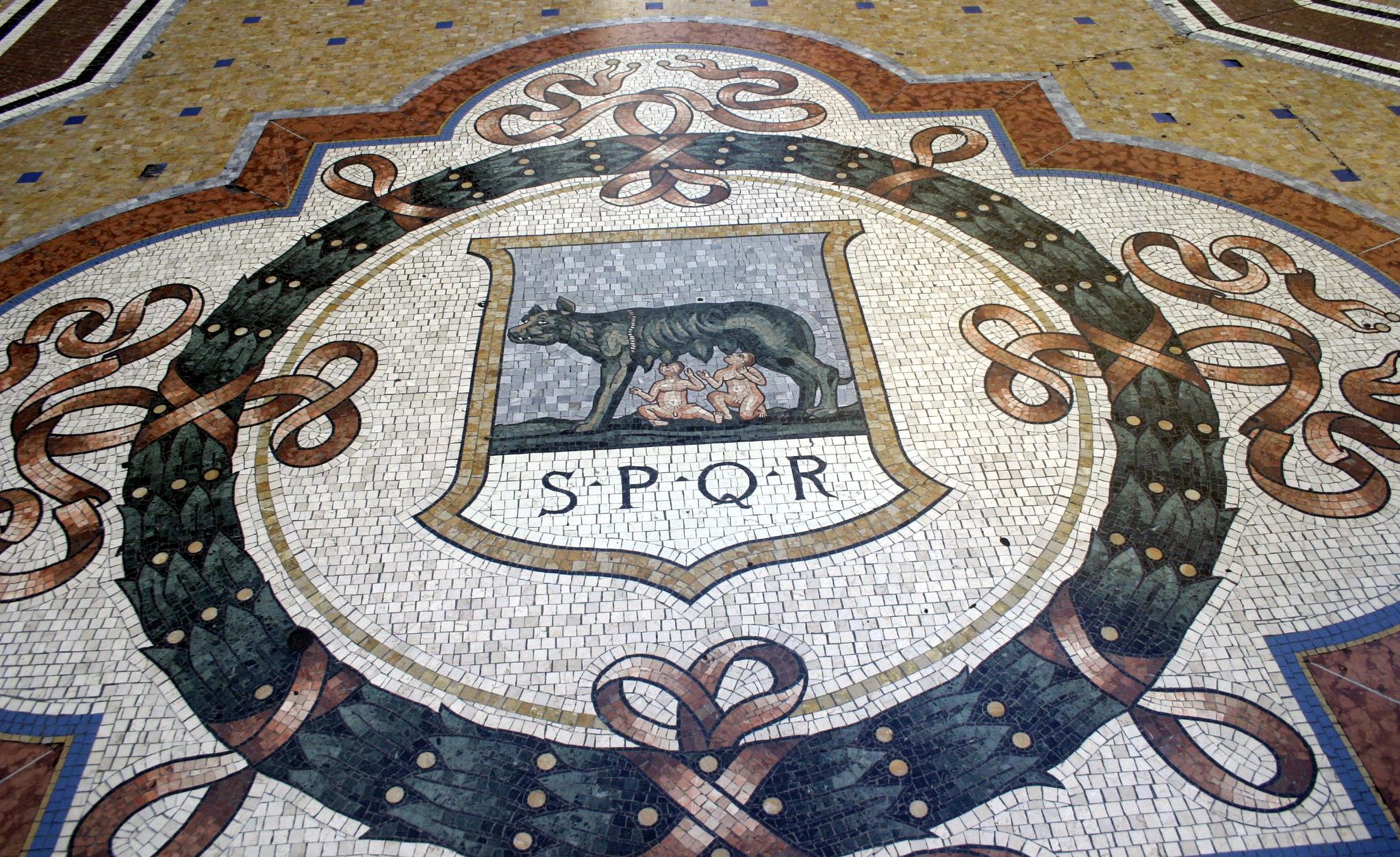 SPQR Galleria Vittorio Emanuele